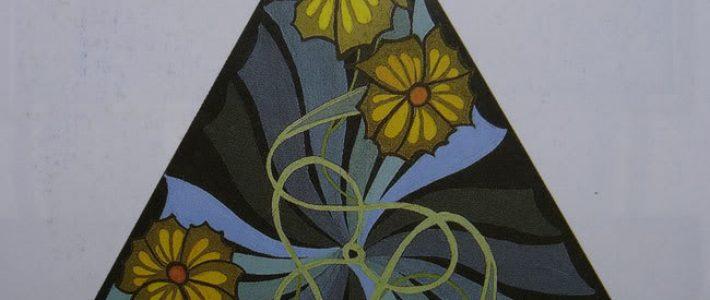 Hướng dẫn trang trí hình tam giác với họa tiết đơn giản