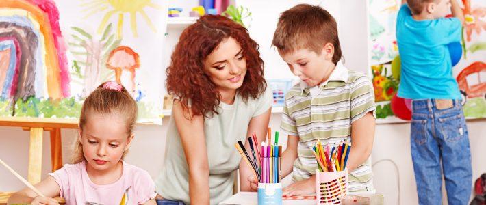 Bé học vẽ tranh và 6 lợi ích diệu kì