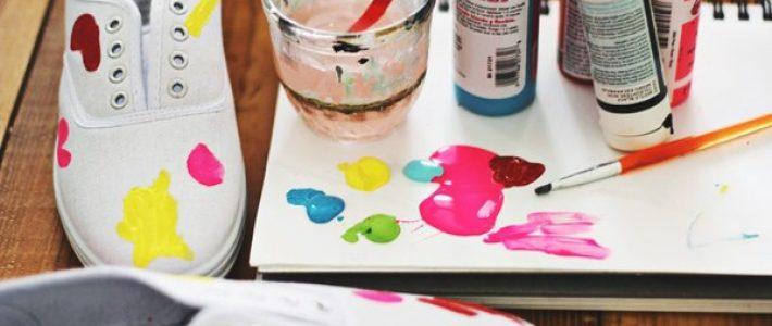 Cách pha màu acrylic vẽ giày dễ dàng